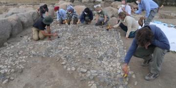 Uşaklı Höyükte 3 bin 500 yıllık mozaik ortaya çıkarıldı