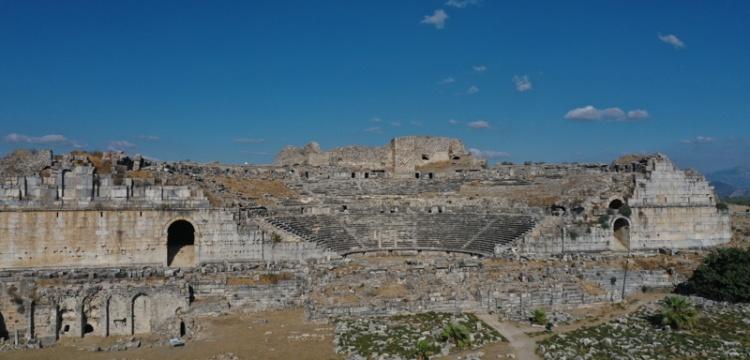 Miletos antik kenti'nde 2 bin 400 yıllık iki ev keşfedildi