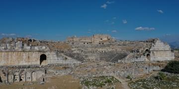 Miletos antik kentinde 2 bin 400 yıllık iki ev keşfedildi
