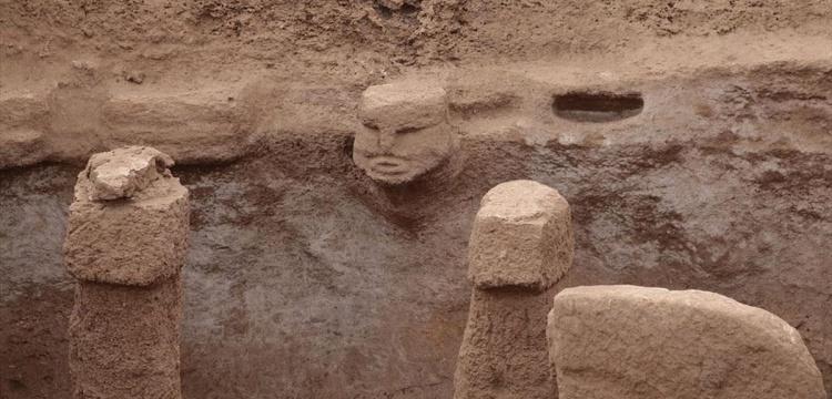 Gözler Karahantepe'deki leopar taşıyan insan heykeline çevrildi