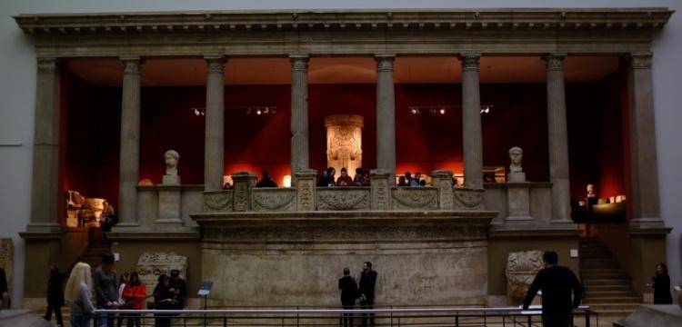 Magnesia antik kentindeki Zeus Tapınağı'nın giriş kapısı bulundu