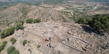 Aigai Antik Kentinde Athena Tapınağının temeli bulundu