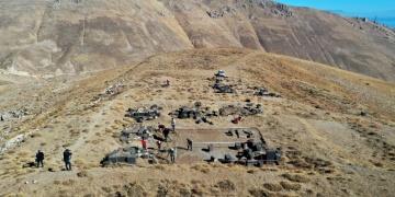 Adilcevaz Kef Kalesi kazıları 50 yıl sonra yeniden başladı