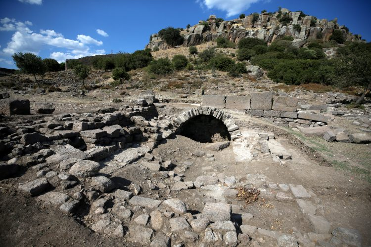 https://i.arkeolojikhaber.com/pool_file/2021/35/63345_assos-arkeoloji.jpg